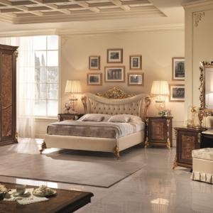 κλασσικό κρεβάτι με καπιτονέ και χρυσό
