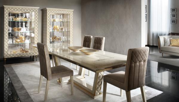 τραπέζι σε ιβουάρ με χρυσό μέταλλο