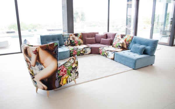 καναπές γωνία πολυμορφικός με έντονα σχέδια