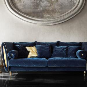 καναπές με μεταλλικές χρυσές διακοσμήσεις