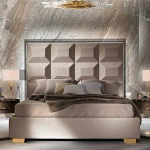 κρεβάτι με ψηλό κεφαλάρι