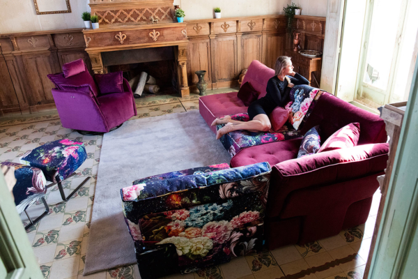 γωνιακός καναπές μωβ
