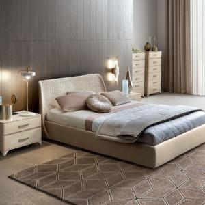 κρεβάτι υφασμάτινο με ιβουάρ κομόδίνα