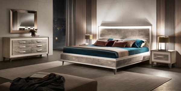κρεβάτι σε φινίρισμα μαρμάρου με φωτισμό