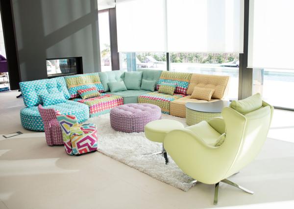 καναπές σε κομμάτια με έντονα χρώματα